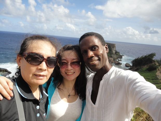 Denise from Nanjing on Saipan with Saipan tour guide, Walt Goodridge, 丹尼斯从南京塞班岛